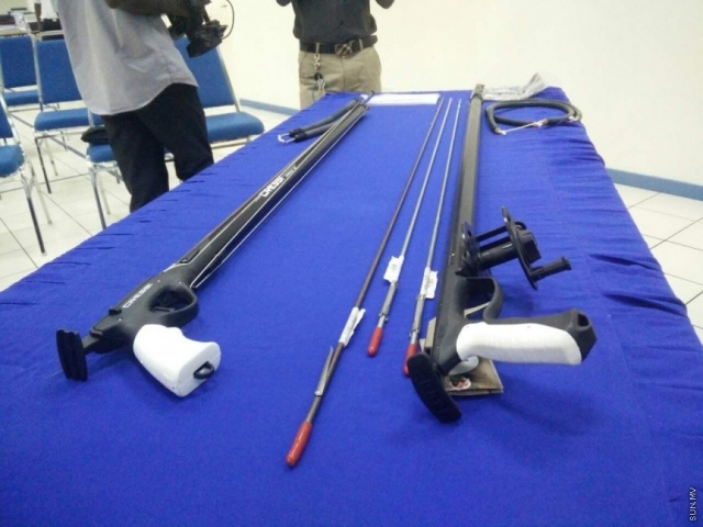 Customs confiscate spearguns smuggled into Maldives