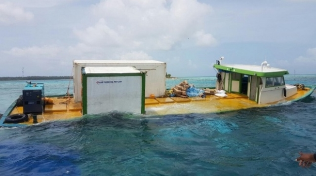 Boat carrying sand to Thimarafushi sinks