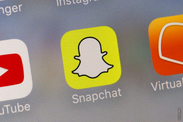 New looks come to Snapchat and Twitter in bid for more users