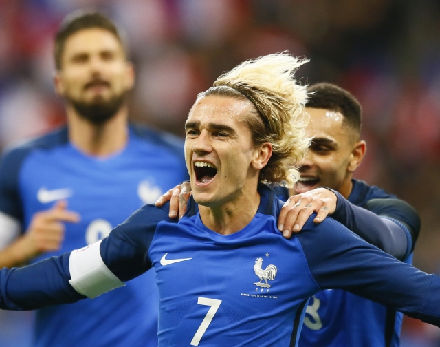 Griezmann and Giroud score again as France beats Wales 2-0