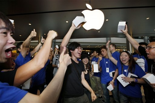 Hong Kong's 1st Apple store mobbed on opening day
