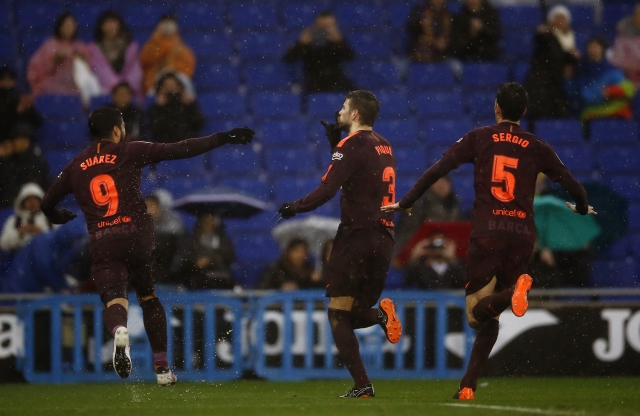 Barcelona's Pique scores late to silence Espanyol crowd